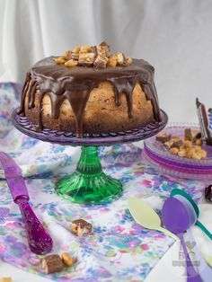 Cheesecake de Snickers con ganache de chocolate negro