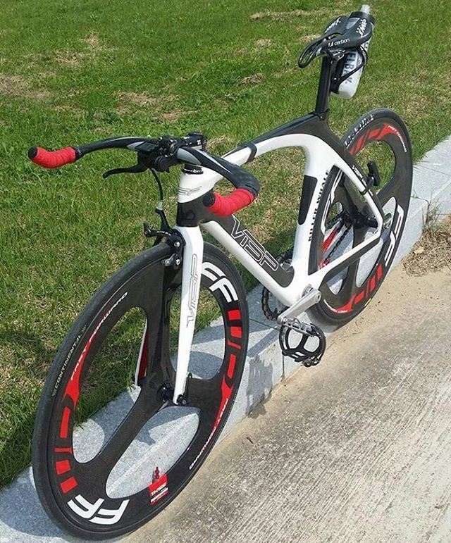 #Repost @gundam_bicycles ・・・ #vtsp #ffwd #swimbikerun #triathlon #tri #triathlete #triatleta #cycle #cycling #bike #biking #bikeporn #roadbike #cannondale #shimano #sram #specialized #cyclist #ride #bicycle #giant #criterium #fixie #sprint #endurance #bicycles #triatleta #tri #sram