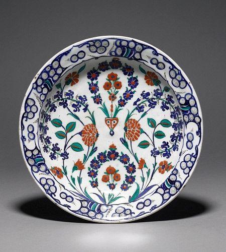 Dish, Ottoman dynasty, Iznik,16thC