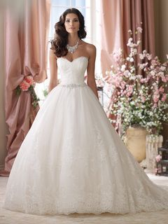 2015 Dainty Ball Gown Sweetheart Chapel Train Lace Crystals Lace Wedding Dresses