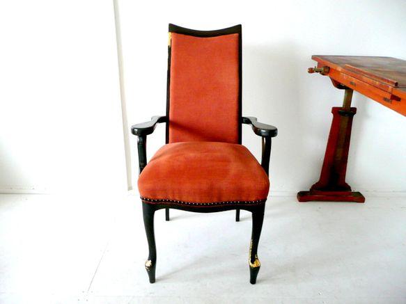 日本の椅子にヒジを新しくつくりリメイクしたものです。※この椅子の生地は平織のイタリア製です。イギリスの童話「幸せの王子」というお話をイメージした椅子です。広場... ハンドメイド、手作り、手仕事品の通販・販売・購入ならCreema。