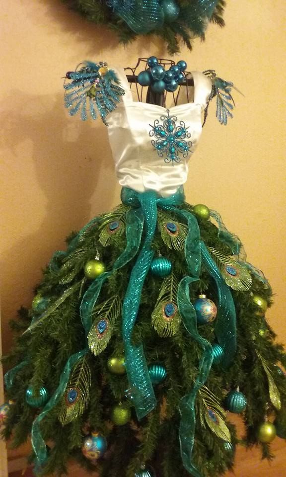 20 Amazing Mannequin Tree Dresses!