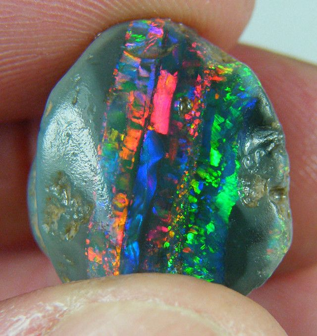 I hate it when there are no labels and the links go to no where! I think this is an opal? but the layering is so unusual! Any one have a clue??