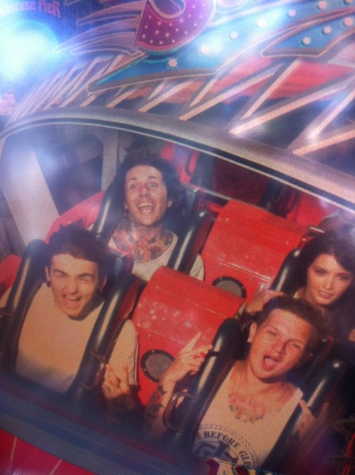OMG,How fucking ADORABLE. C: Oliver Sykes' face xD