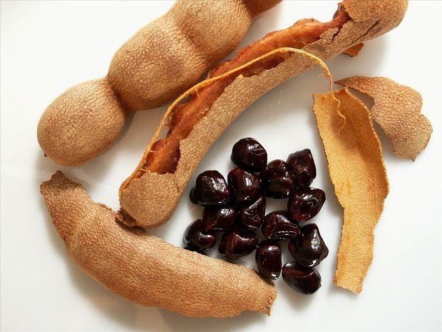 """Kanuni Ondan Kuvvet Aldı: Demirhindi ŞerbetiDemirhindi ismi Arapça'da """"Hint Hurması"""" anlamına gelen tamr-i hindi'den gelir. Keçiboynuzu meyvelerine benzeyen, koyu kestane renginde meyvelerdir. Bir ağaçtan yılda 225 kg'a kadar meyve alınabilir."""