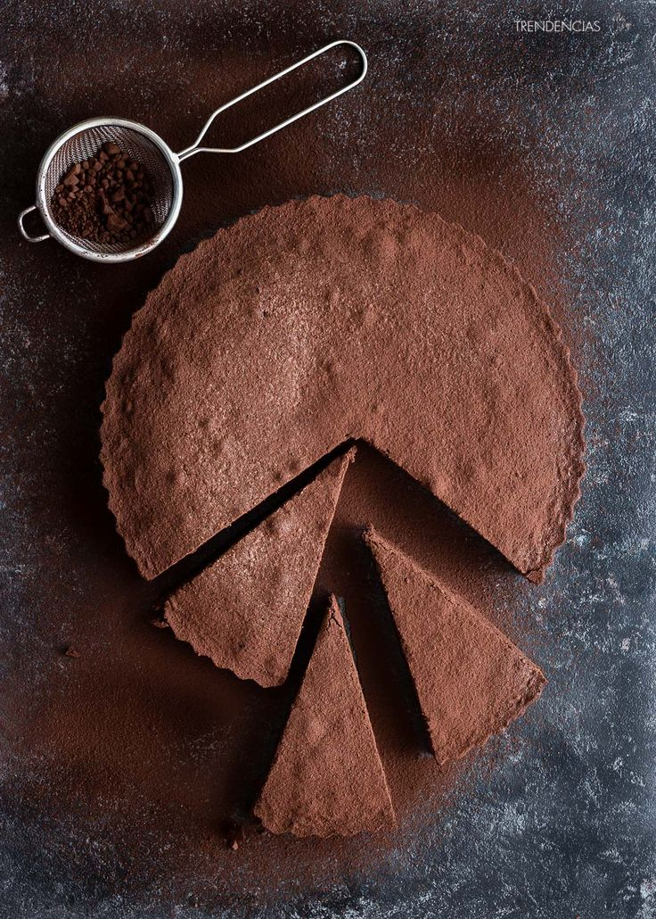Tarta de chocolate sueca (Kladdkaka). Receta con fotografías del paso a paso y sugerencias de presentación. Trucos y consejos de elaboración. Recetas postres