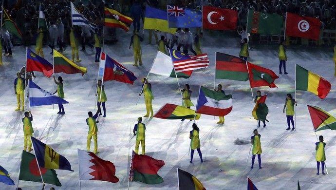 Festa das bandeiras no encerramento dos Jogos  Olímpicos (Foto: Yves…