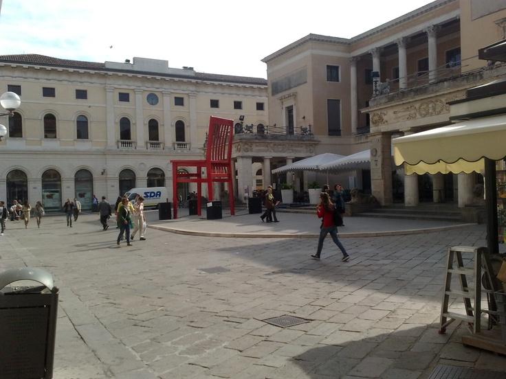 Padova, Caffè Pedrocchi...con strana sedia