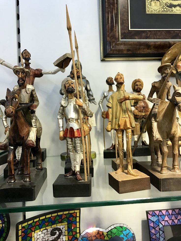 Estas esculturas están en el estilo románico. Parecen similar a algunas esculturas del Museu Nacional d'Art de Catalunya.