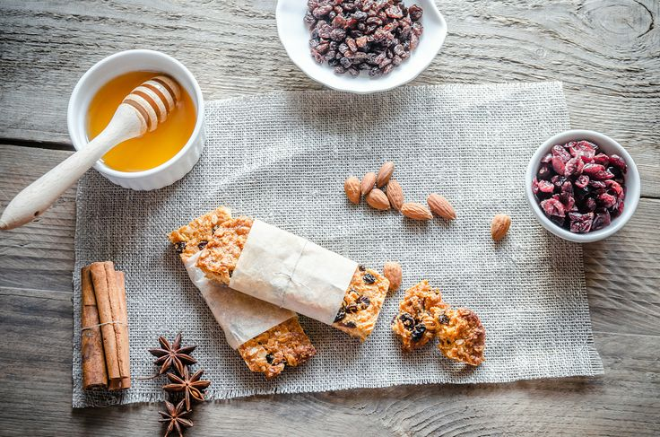 Start your day full of energy with energy bars, fruit and honey.