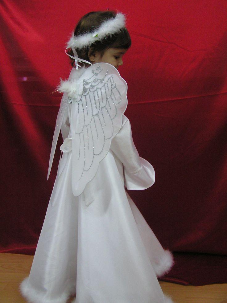 It s an angel.Rochita fulg de nea.