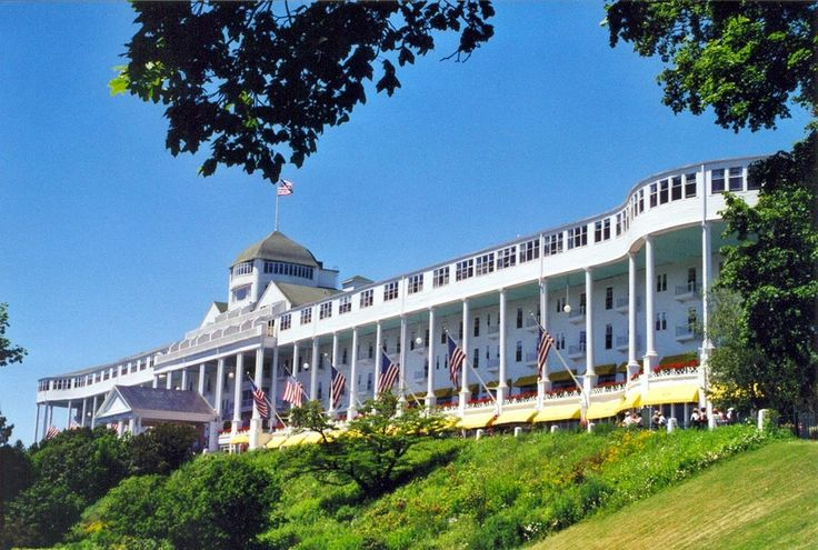 Images of Mackinac Island   Mackinac Island: Ferries, Forts, and Fudge! [This is the Grand Hotel.]