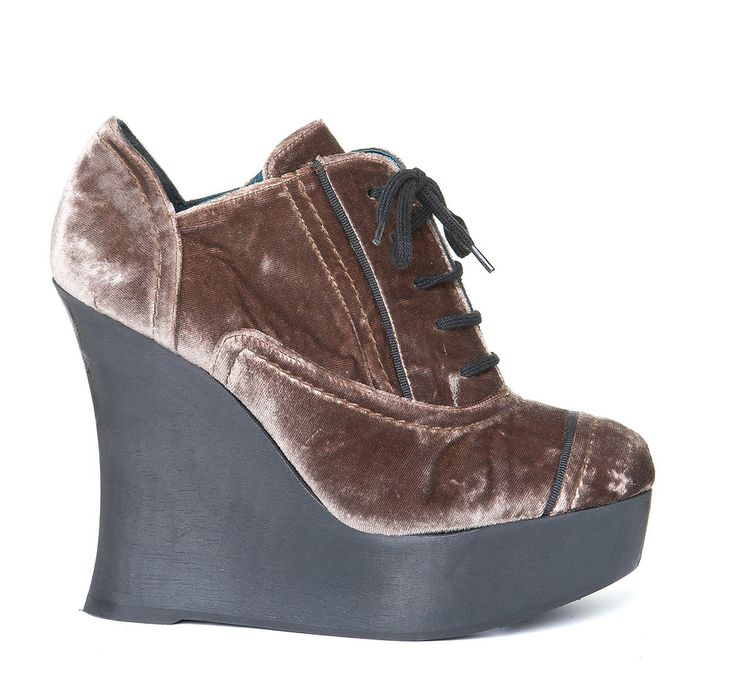 ELISE/906 Laced-up, round toe shoe made in suede with grosgrain binding