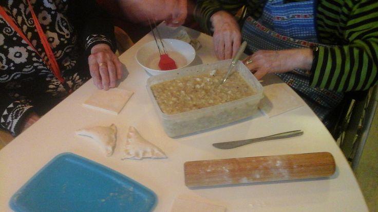 Leivontakerhossa valmistuu maistuvia pasteijoita -Sari-