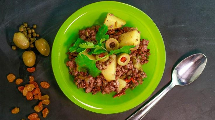 One of NYC's hottest radio personalities @angiemartinez is whipping up Turkey Picadillo: http://rach.tv/1zneAW4