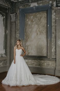 Sabba  Silhouette: Princess Neckline: Sweetheart Sleeve: Strapless Decoration: Lace with beading Train: 1.5m
