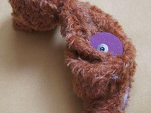 Подвижные лапы и голова - это то, что отличает мишку Тедди от простой игрушки. Сделать нашего мишку живым и подвижным помогут шплинтовые крепления. Крепление состоит из шплинтов, металлических шайб и картонных дисков ( диски могут быть из фанеры). Из инструментов нам понадобятся: узкогубцы и конусообразное шило. Узкогубцы и…
