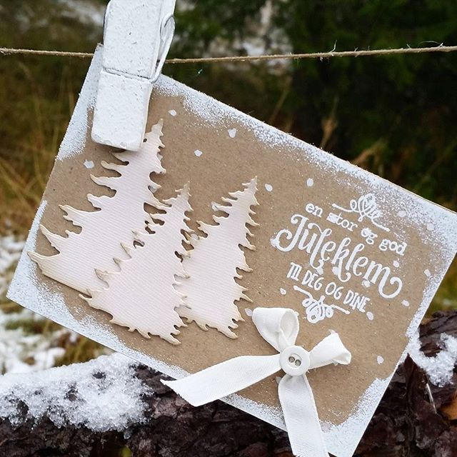 Julekort som jeg har laget for @papirdesign ! #papirdesign #kortlaging #julekort #jul #craft #papercraft #scrapping #instacraft #christmascard #card #cardmaking #homemadecard #madebyme #DIY