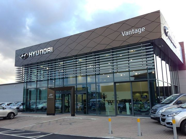 Dealer De Carros >> New Branding for Hyundai Showroom in Stockport using the Brise Soleil to great effect. | Что ...