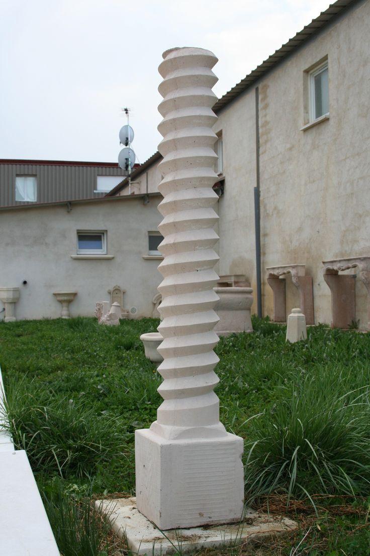 colonne vis de pressoir en pierre reconstitu e ou b ton. Black Bedroom Furniture Sets. Home Design Ideas