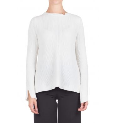 Gotha - Sweater - 300418 - Cream - 132,00 € Ribbed wool knit sweater.Boat neckline with small unpacking.Long sleeve with unpacking.Side slits.Longer bottom back.Wide fit.Fabric Composition: 37% wool, 30% viscose, 20% polyamide, 8% Angora, 5% cashmere.The model wears size 0 and is 175 cm high.