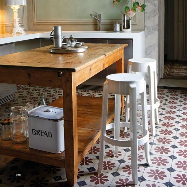 Charles Ghost barkruk - Kartell -  Philippe Starck - Bij Flinders vind je prachtige Design Meubels, Moderne Verlichting en de leukste Woonaccessoires. #krukje #keuken