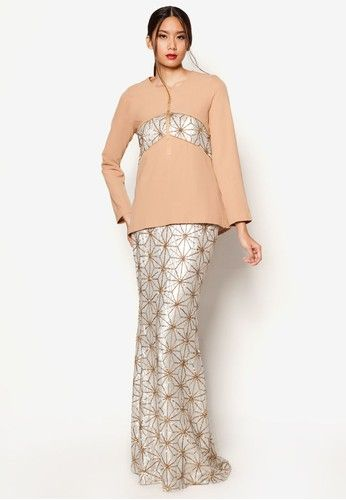 ArtDeco Arabella Baju Kurung from Jovian Mandagie for Zalora in Beige Reminiscent of a network of constellations, this shimmery piece from the Jovian Mandagie for Zalora collection is sheer gorgeousness. With a skirt composed of thousands of twinkling sequins echoed in the sequined panelling on top, there will ... #bajukurung #bajukurungmoden