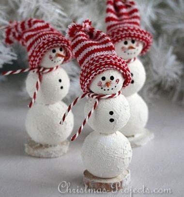 Adorable DIY Styrofoam snowmen - Christmas decor // Aranyos hóemberek hungarocell gömbökből zokni sapkával // Mindy - craft tutorial collection // #crafts #DIY #craftTutorial #tutorial #KidsCrafts #CraftsForKids #KreatívÖtletekGyerekeknek