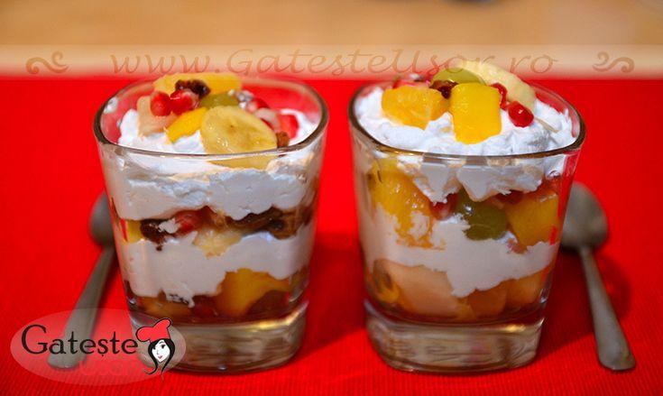 Salata de fructe on http://www.gatesteusor.ro