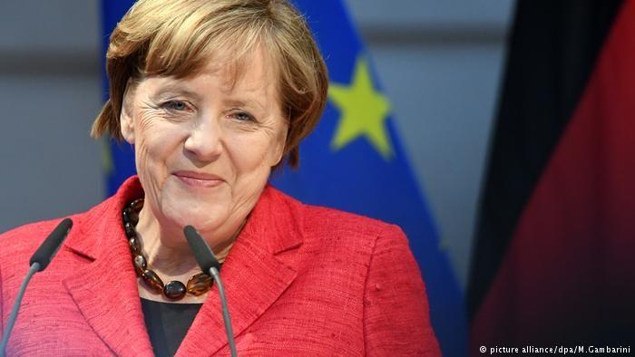 """Feministin Camille Paglia: """"Merkel ist ein wichtiges Vorbild für reife Frauen"""" (Deutsche Welle Artikel)"""
