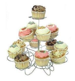 Cupcake standaard  Description: Of dat je nu cupcakes maakt met alle lekkere smaken van Oreo's of je ze helemaal versierd hebt met M&M's ze moeten natuurlijk geshowd worden! En wat is een betere manier om dat te doen dan met een sierlijke standaard die je op de keukentafel of in de woonkamer kan neerzetten. Beautiful!  Price: 7.00  Meer informatie  #Jamin