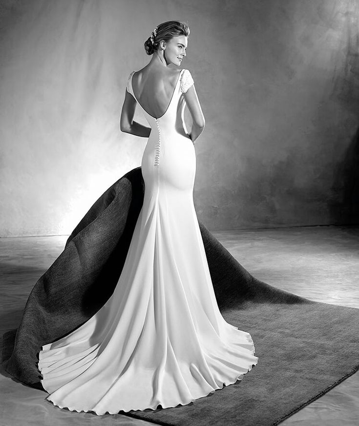 Edrei - Crepe wedding dress with a bateau neckline