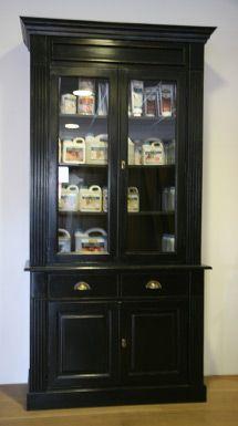 Assietes 2 deurs zwart. Verkrijgbaar bij Fairwood in Tiel www.servieskasten.nl