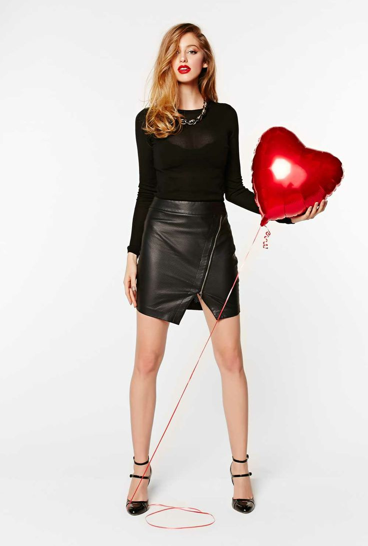 Be sure to look the part on Vday with this gorgeous & sexy outfit!