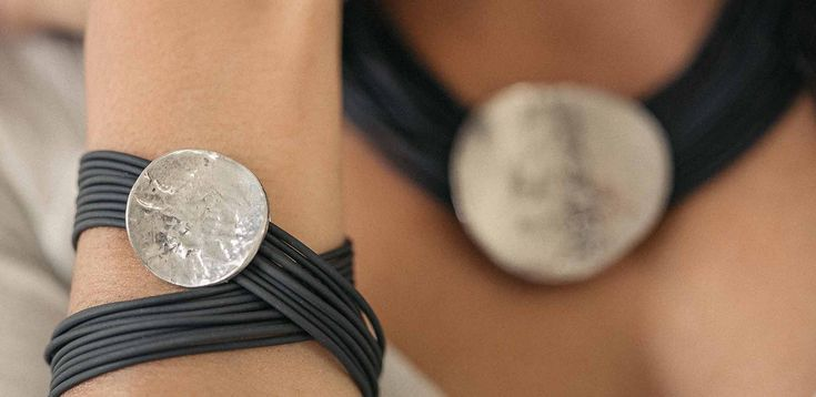 Tapis Rouge 2016. Collier Chiaroscuro, bracelet Clair-Obscur (PVC, pewter) === 2016 Tapis Rouge. Chiaroscuro necklace, Clair-Obscur bracelet (PVC, pewter)