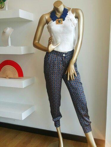 Pantalón en seda exclusivo en Anntu diseñadores.