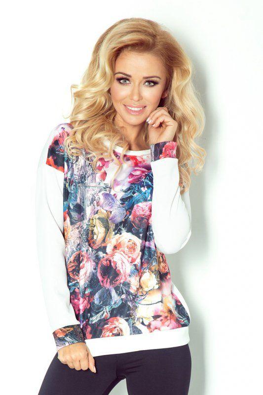 Niezwykle oryginalna sportowa bluzka, wykonana z przyjemnego w dotyku materiału. #bluzka #damska #sportowa #kobieta #moda #trendy #wzory #biel #kwiaty