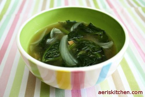 Korean Food: Spinach Soybean Paste Soup (시금치 된장국=SiGeumChi DeonJangGuk)
