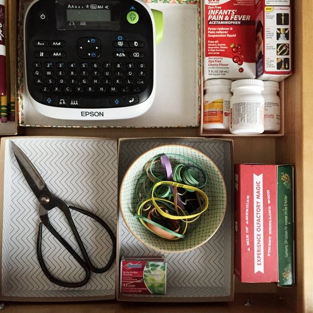 Finally Organize Your Junk Drawer in a Few Easy Steps!| How to Organize Your Junk Drawer, Junk Drawer Organization, Home Organization, Home Organization Hacks, Easy Ways to Organize Your Junk Drawer, Declutter Your Home, Decluttering Your Home, Popular Pin