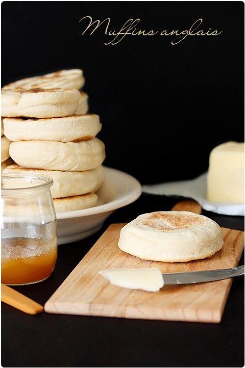 Muffins anglais Pour 15 muffins anglais  450 g de farine T55 1,5 cc de sel 25 cl de lait 1 sachet de levure de boulanger déshydratée 1,5 cl d'huile (15 ml)