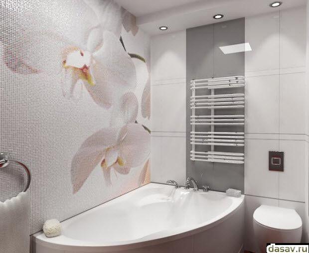 Белая плитка для ванной комнаты, в результате красивый дом