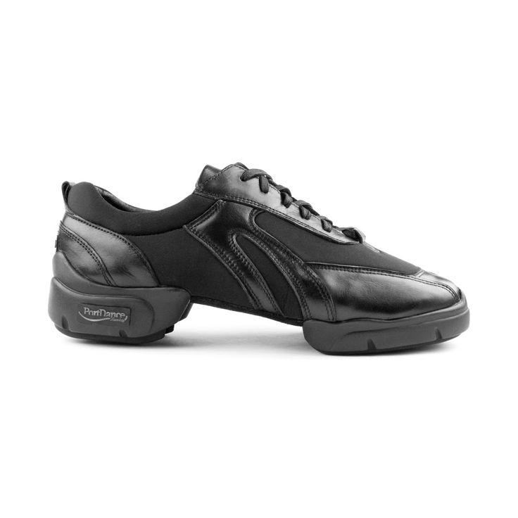 Rå og fed dansesneaker udført i sort læder og lycra. Kendetegn ved denne sko er høj kvalitet i især fleksibilitet og pasform. Skoen er fra PortDance, hedder PD925 og forhandles hos Nordic Dance Shoes: http://www.nordicdanceshoes.dk/portdance-sneaker-pd925-dansesneaker#utm_source=pin
