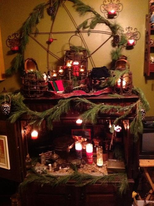"""Beautiful Yule altar    from enchantedwitchery.com          'Another beautiful Altar submitted by Michael Russell"""""""
