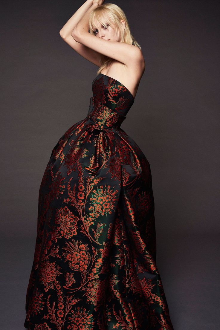 Zac Posen Resort 2018 Collection Photos - Vogue (Floral Duchess Jacquard Gown)
