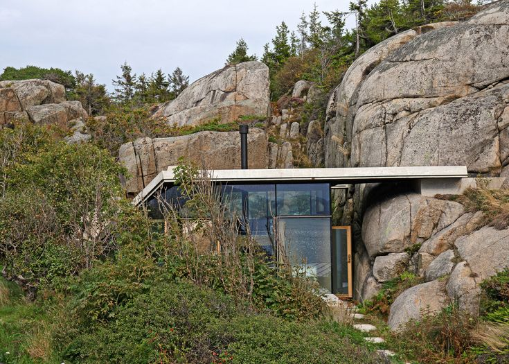 Stepped roof creates viewpoint atop Norwegian retreat by Lund Hagem