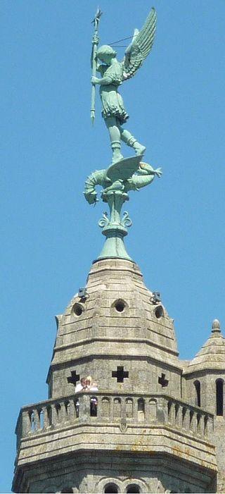 Saint-Michel-Mont-Mercure - Statue de Saint Michel