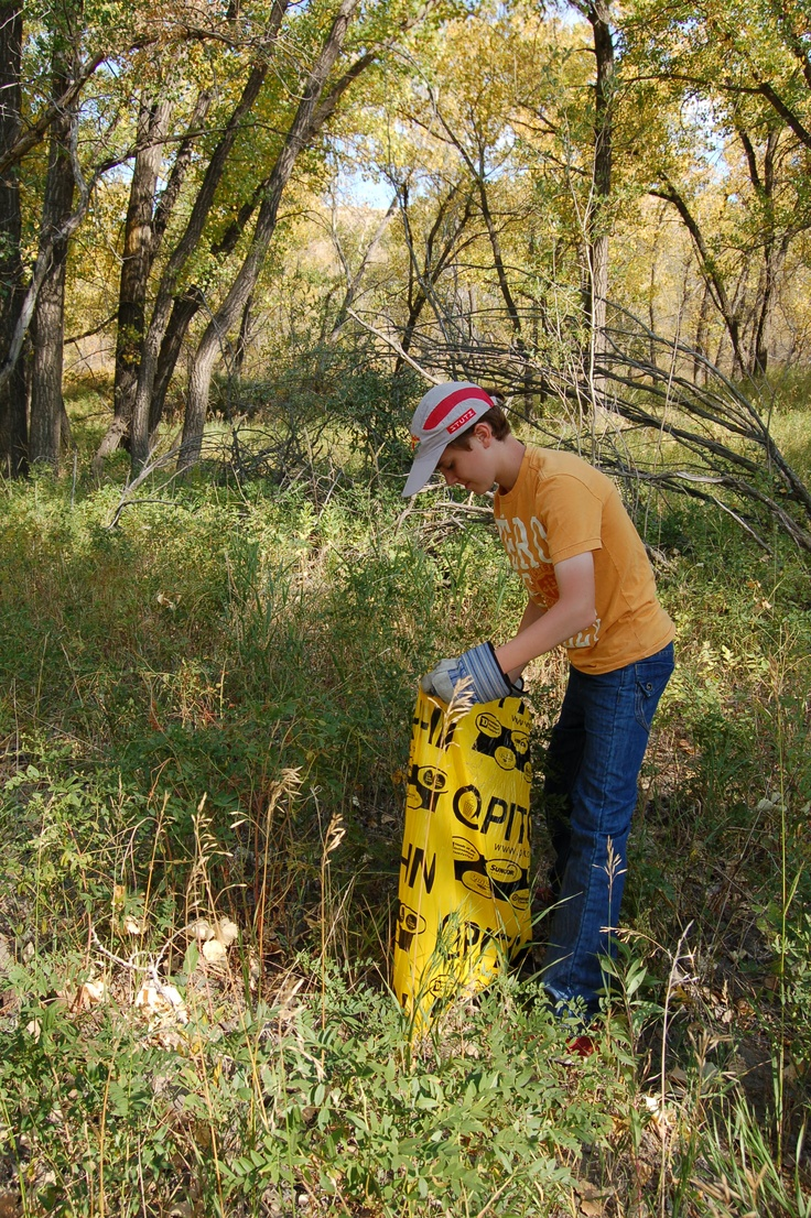Partnering with the Helen Schuler Nature Centre, we organized a one day garbage pickup event where our 25 volunteers helped clean up the Nature Reserve along the Oldman River in Lethbridge.