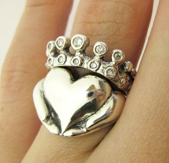 Claddagh Wedding Set ~ Really clever... The crown is the wedding ring and the heart is the engagement ring... Cool!!
