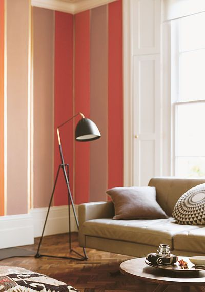 Sytější tóny červené, oranžové, doplněné hnědou na stěnách a v bytových doplňcích jsou ideální pro obývací pokoj. Barvy podpoří vstřícnou komunikativní atmosféru.