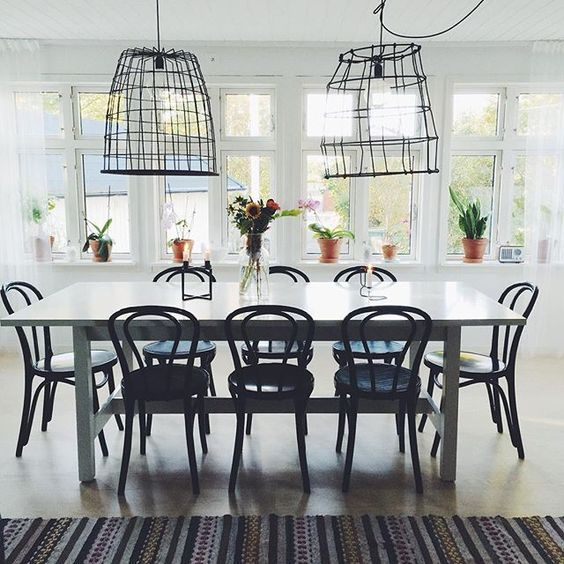 This simple and functional Eclectic Home Tour combines minimalistic style with charming details. Tons of easy, modern decorating ideas eclecticallyvintage.com